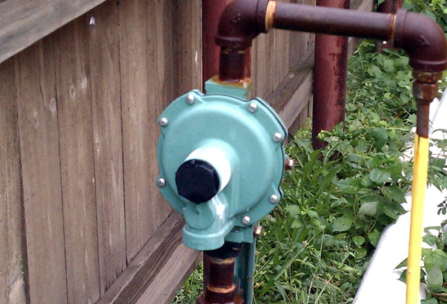 Low pressure propane regulator/vaporizer