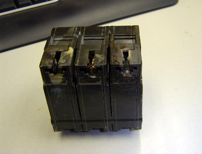 GE 30 Amp 3 pole breaker