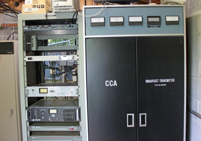 WKZE 98.1 MHz CCA transmitter