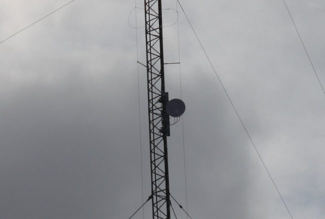 Cambium PTP-280S 11 GHz licensed microwave mounted on a skirted AM tower