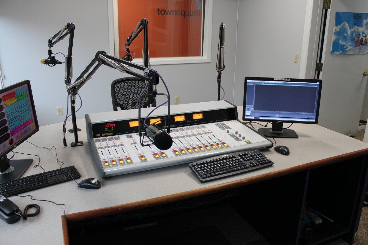 WZOZ console, main studio, Oneonta, N