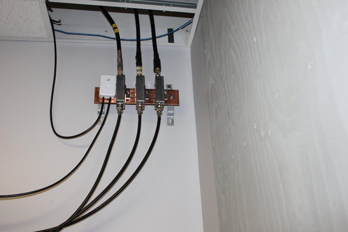 900 MHz lightning protectors on STL transmission lines