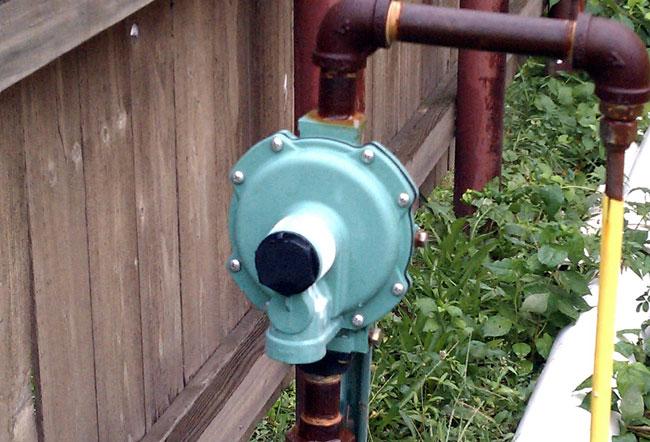 Low pressure propane regulator/vaporizer