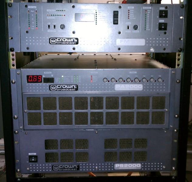Crown FM2000A transmitter running at half power