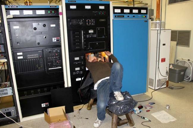 Pete working on a Harris FM25K