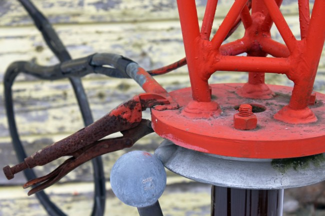 Vice grips clamping RF feed to tower