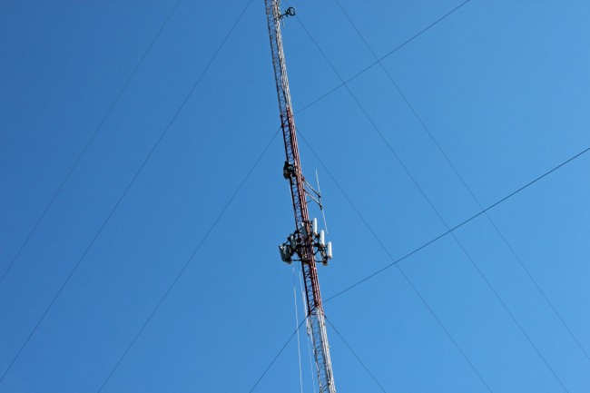 Rigging tower to remove antennas