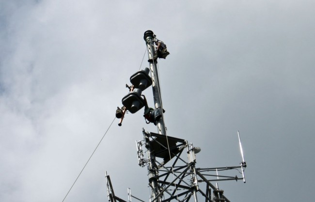 Hanging the top two bays of new antenna