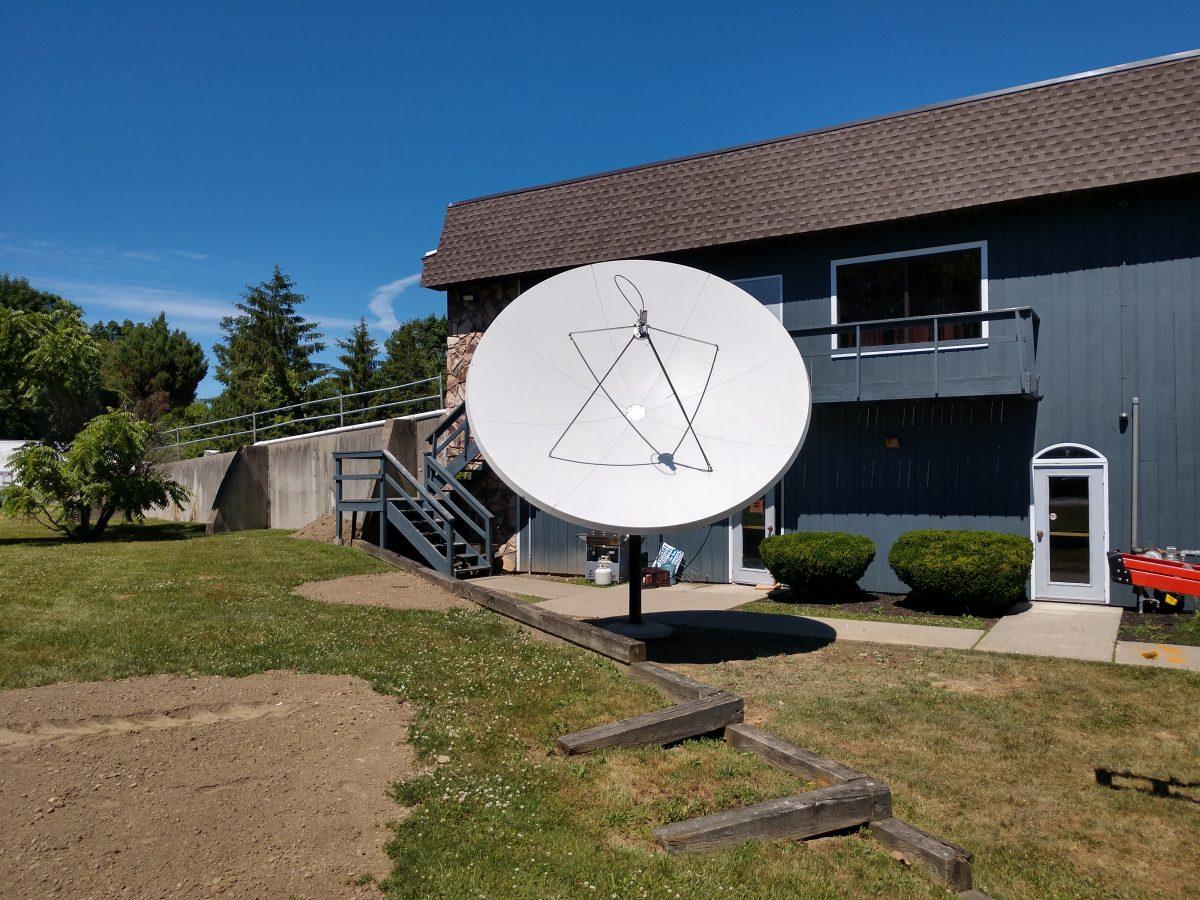Viking 1374-990 3.7 Meter R/O dish installed